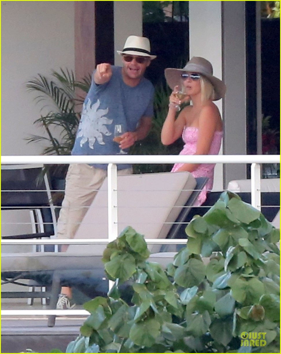 julianne hough & ryan seacrest beach deck kisses 05