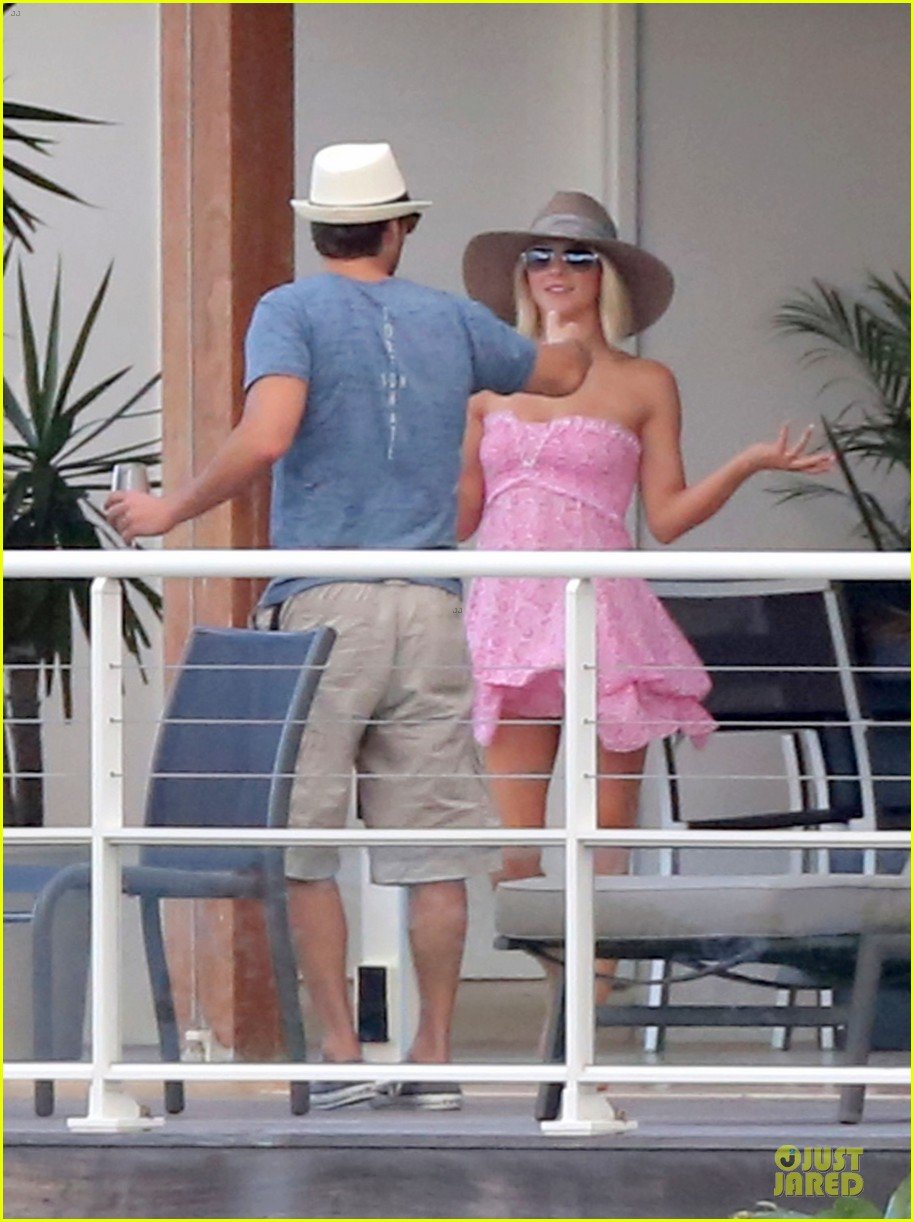 julianne hough & ryan seacrest beach deck kisses 15