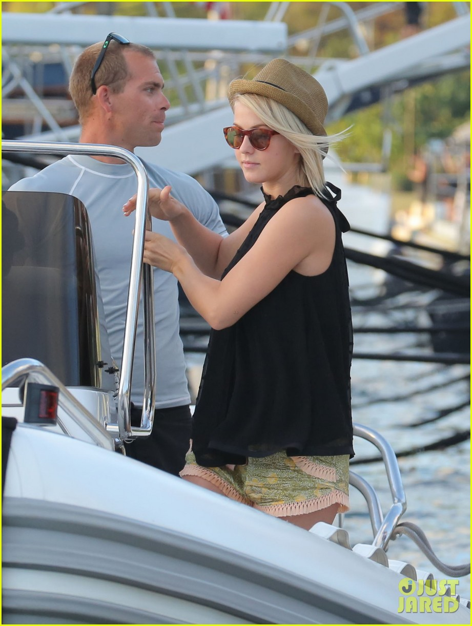 julianne hough bikini swimming with shirtless ryan seacrest 20
