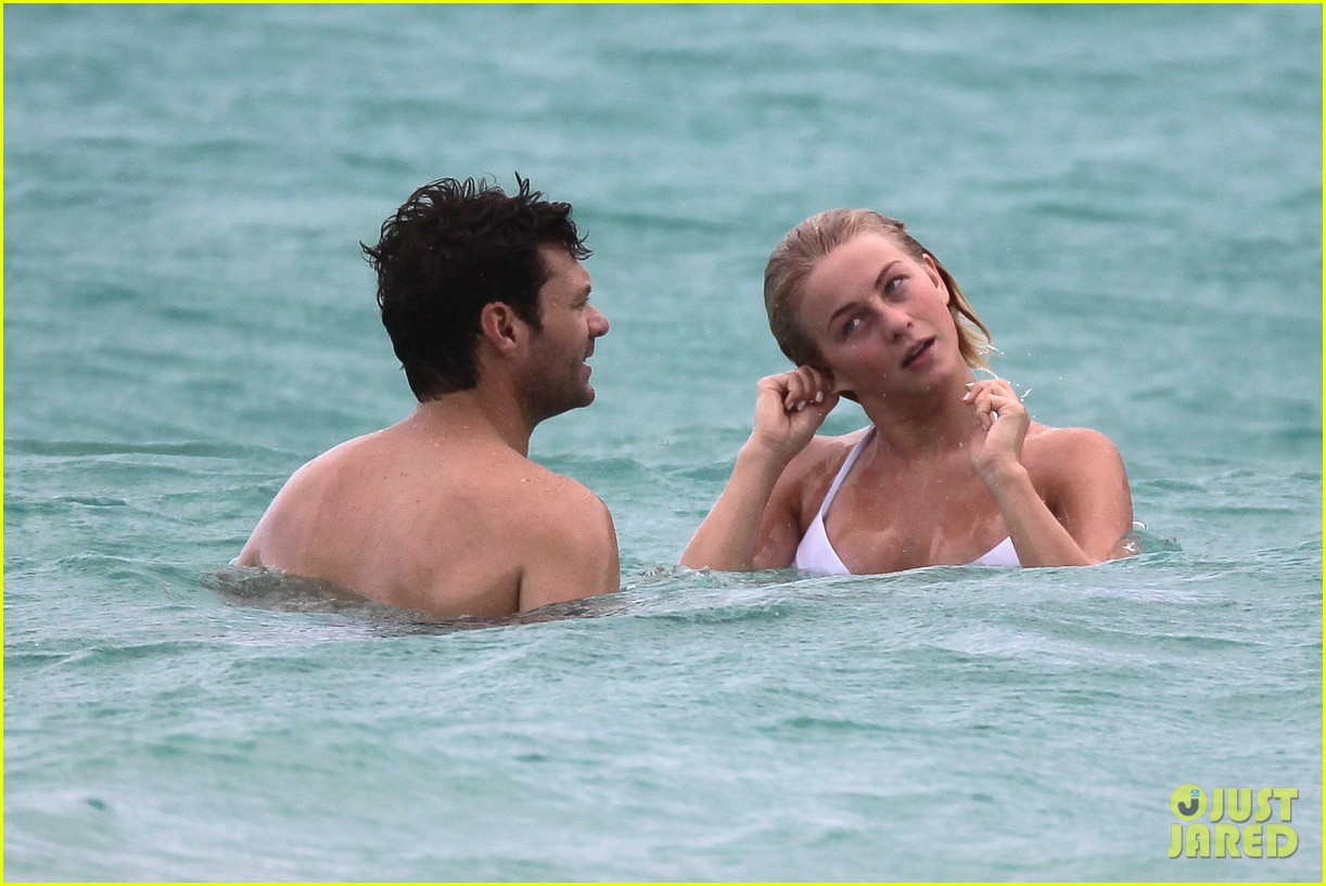 julianne hough bikini swimming with shirtless ryan seacrest 27
