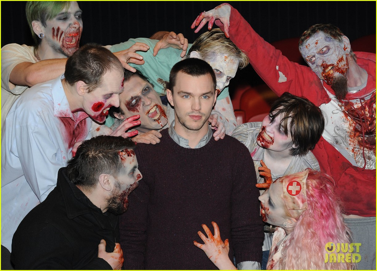 teresa palmer nicholas hoult warm bodies london photo call 08