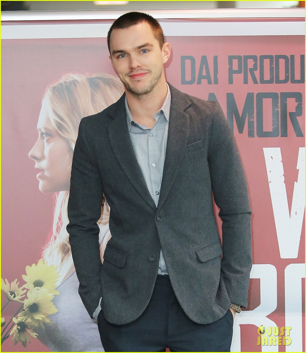 nicholas hoult warm bodies rome photo call 05