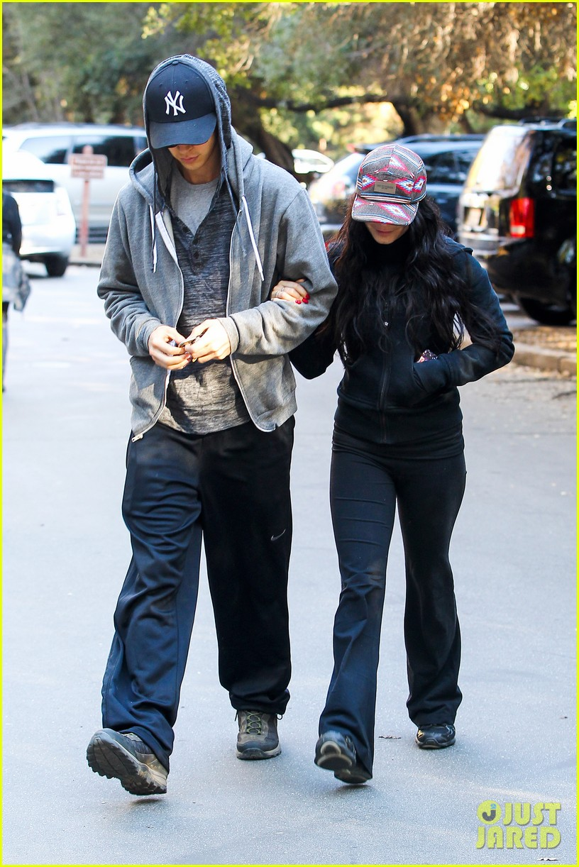 vanessa hudgens austin butler early morning hike 01