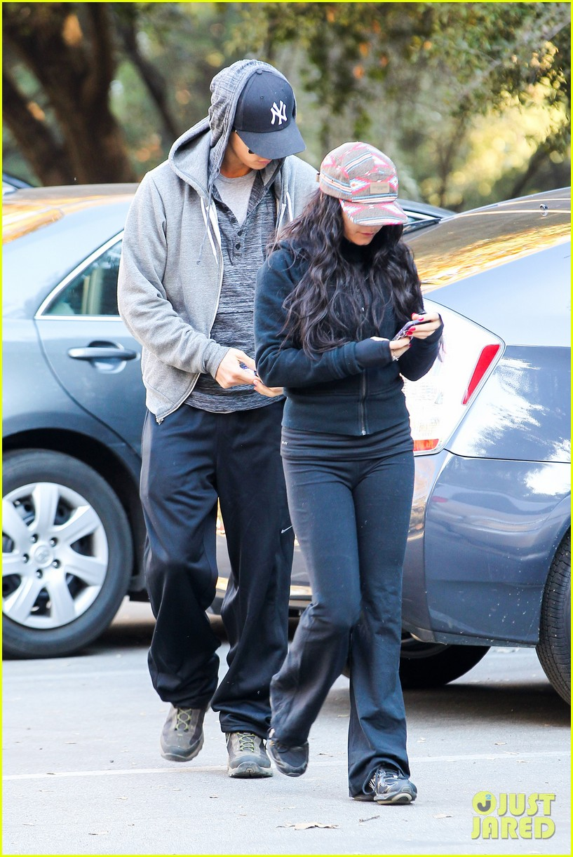 vanessa hudgens austin butler early morning hike 13
