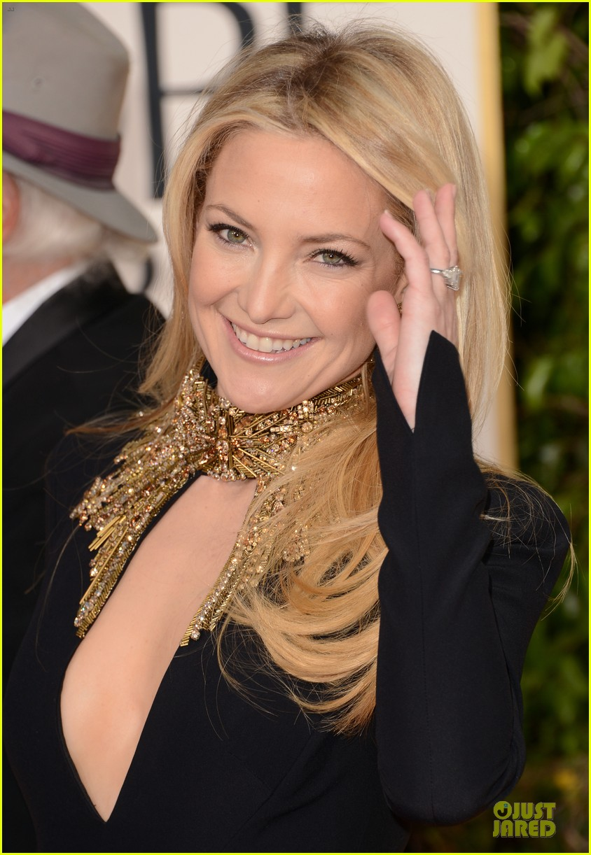 kate hudson golden globes 2013 red carpet 02
