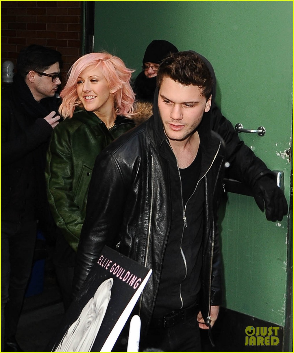 jeremy irvine ellie goulding good morning america exit 02
