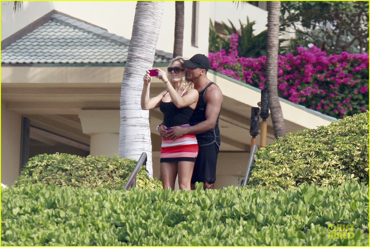 jeremy jackson shirtless with lonnie wilkinson in maui 05