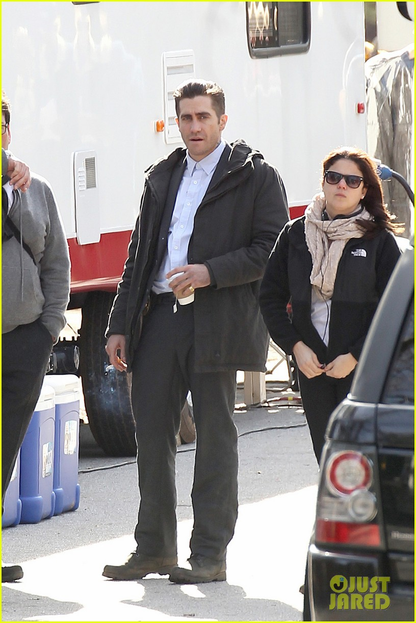 hugh jackman jake gyllenhaal prisoners first on set photos 02