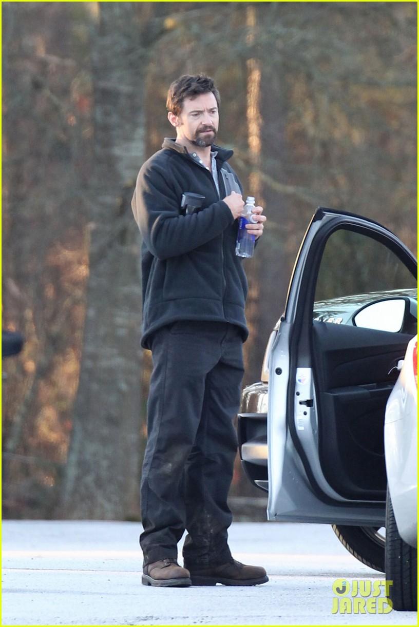 hugh jackman jake gyllenhaal prisoners first on set photos 04