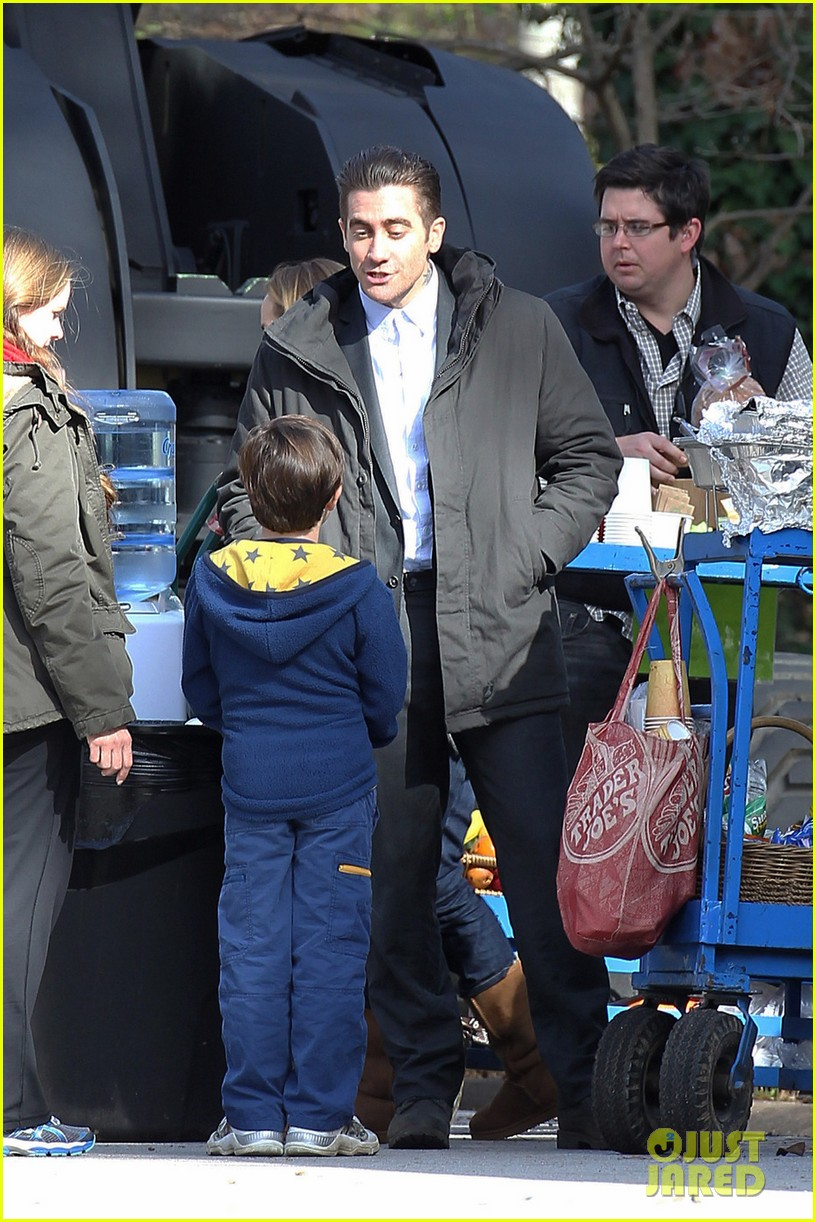 hugh jackman jake gyllenhaal prisoners first on set photos 05