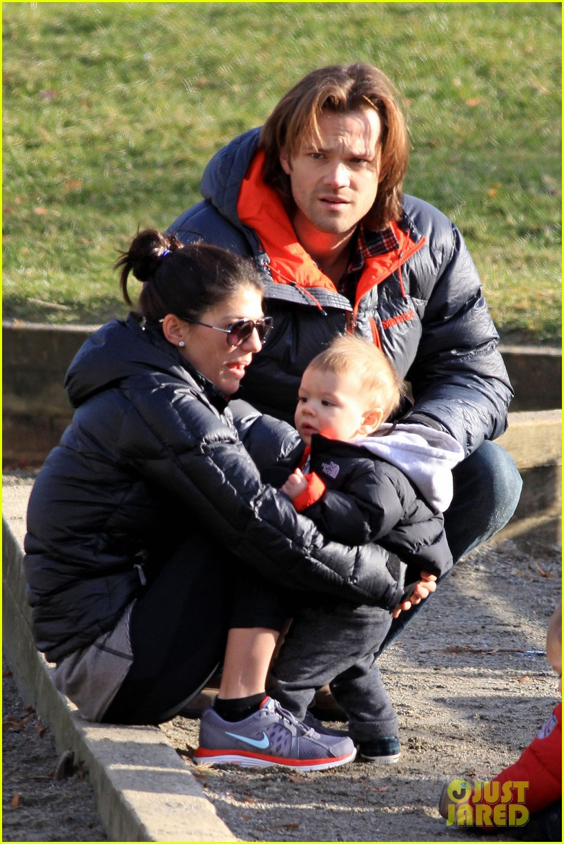 jared padalecki genevieve cortese park playdate with thomas 02