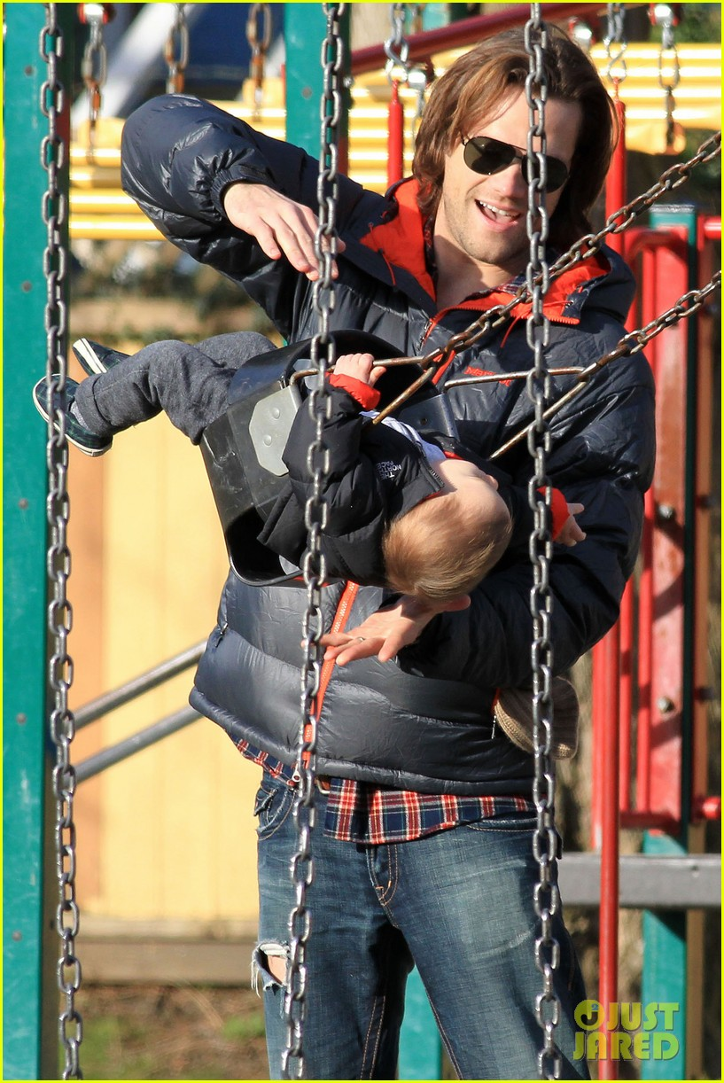 jared padalecki genevieve cortese park playdate with thomas 122795363