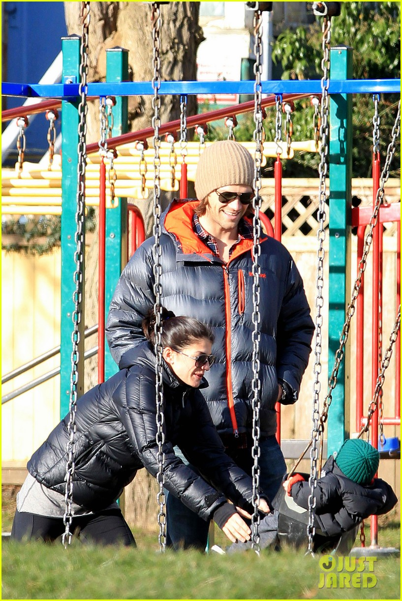 jared padalecki genevieve cortese park playdate with thomas 132795364