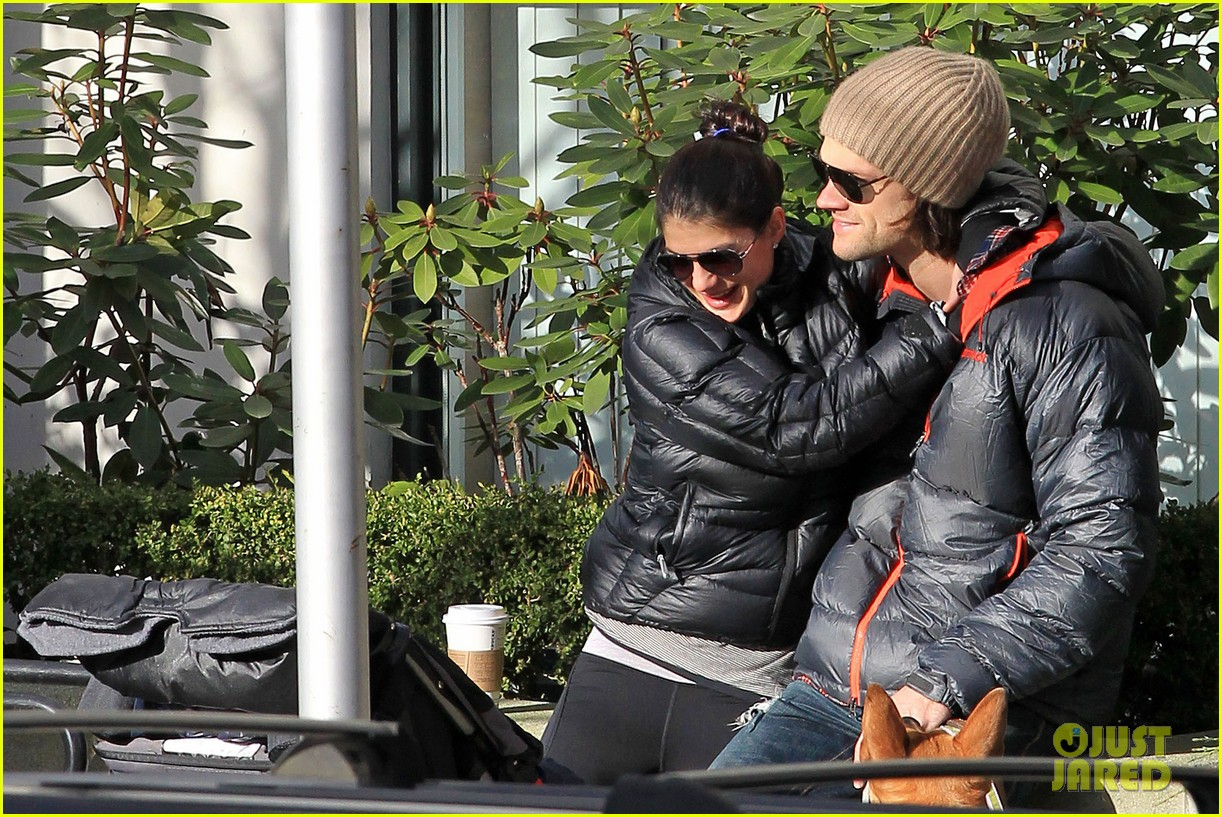 jared padalecki genevieve cortese park playdate with thomas 192795370