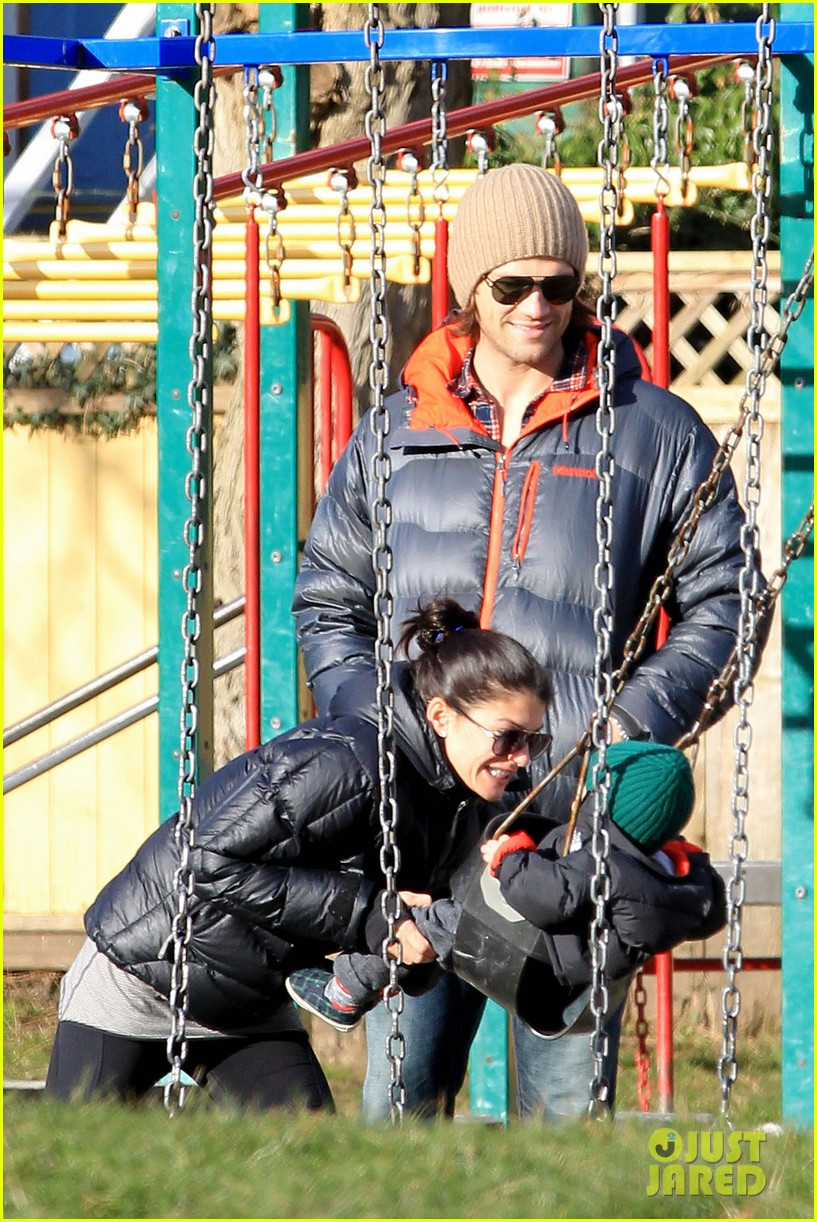 jared padalecki genevieve cortese park playdate with thomas 20