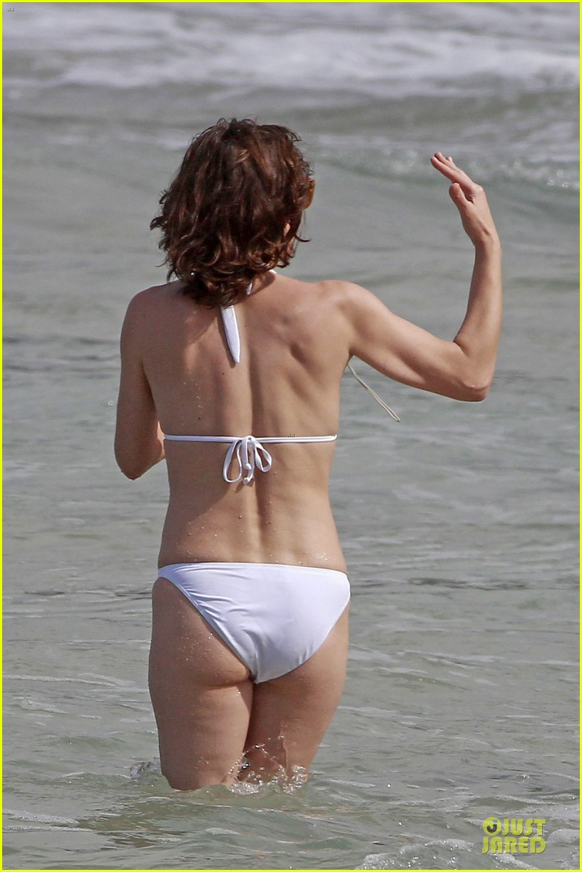 milla jovovich new years bikini outing 06