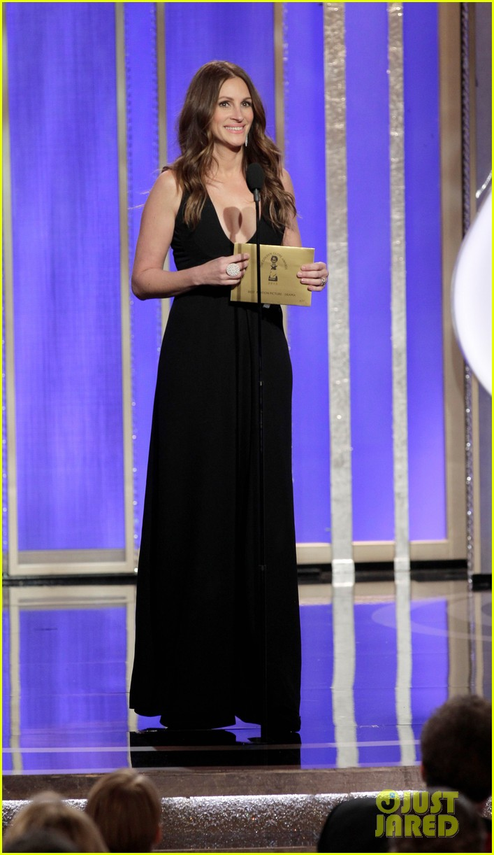 julia roberts catherine zeta jones golden globes 2013 01