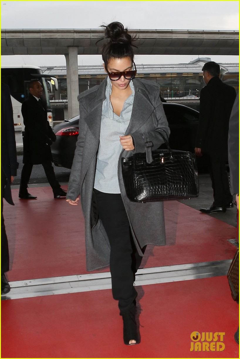 kim kardashian back from paris 07