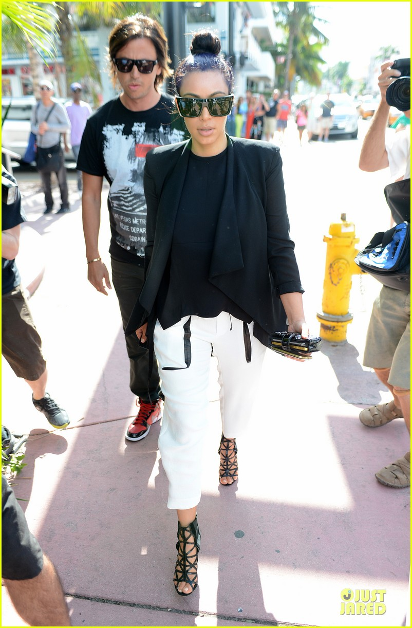 kim kardashian lunch & shopping with jonathan cheban 03