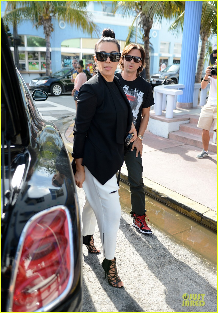 kim kardashian lunch & shopping with jonathan cheban 05
