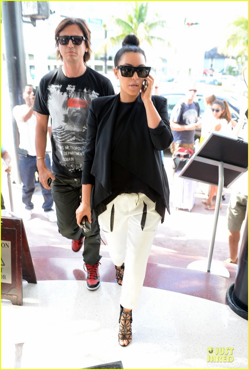 kim kardashian lunch & shopping with jonathan cheban 08
