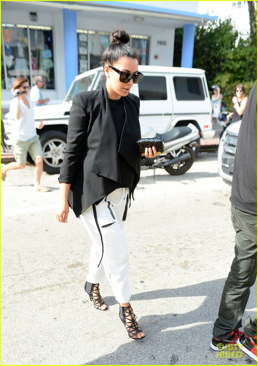 kim kardashian lunch & shopping with jonathan cheban 12