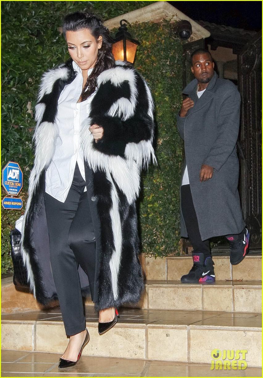 pregnant kim kardashian debuts baby bump en route to new years eve celebration 12