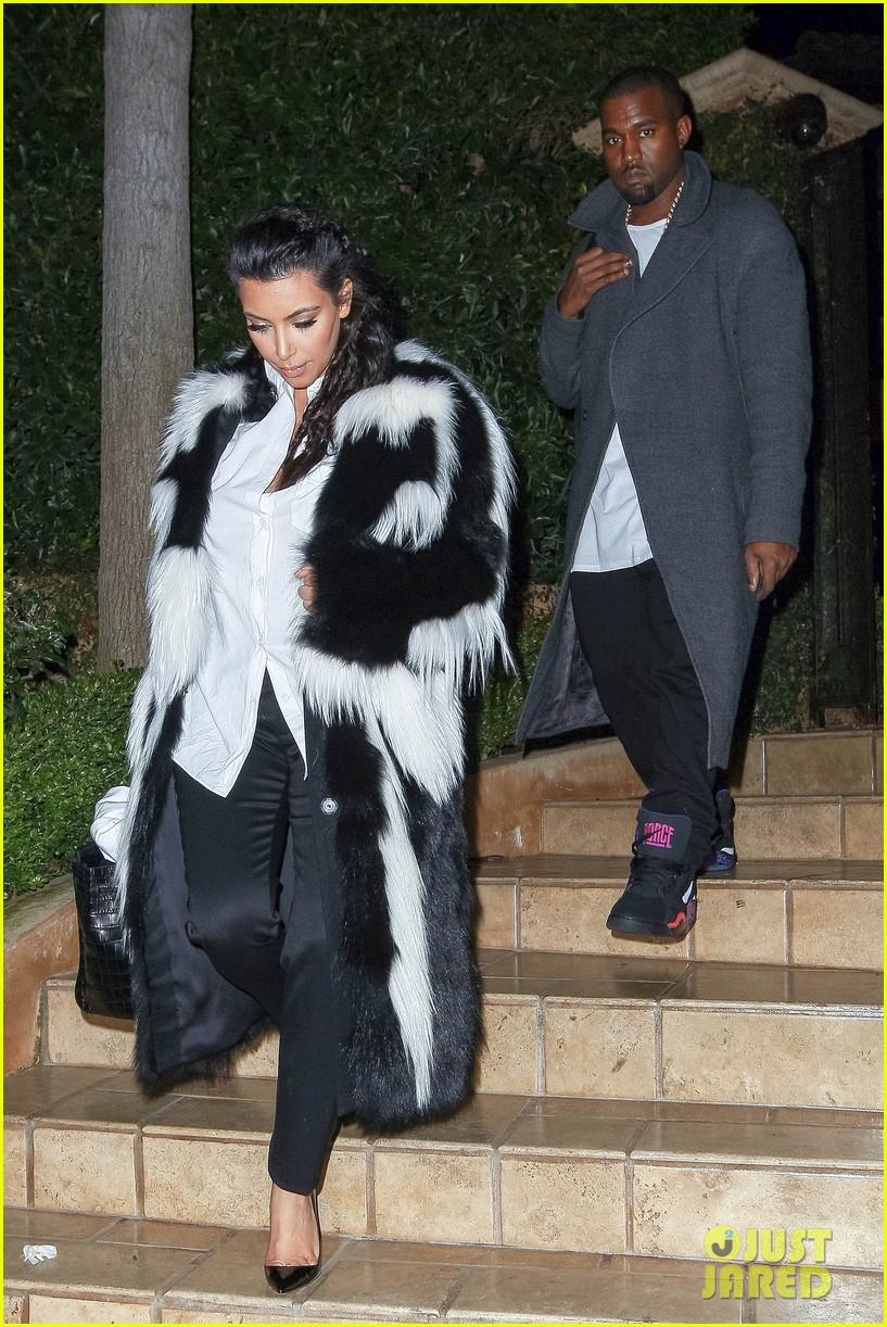 pregnant kim kardashian debuts baby bump en route to new years eve celebration 14
