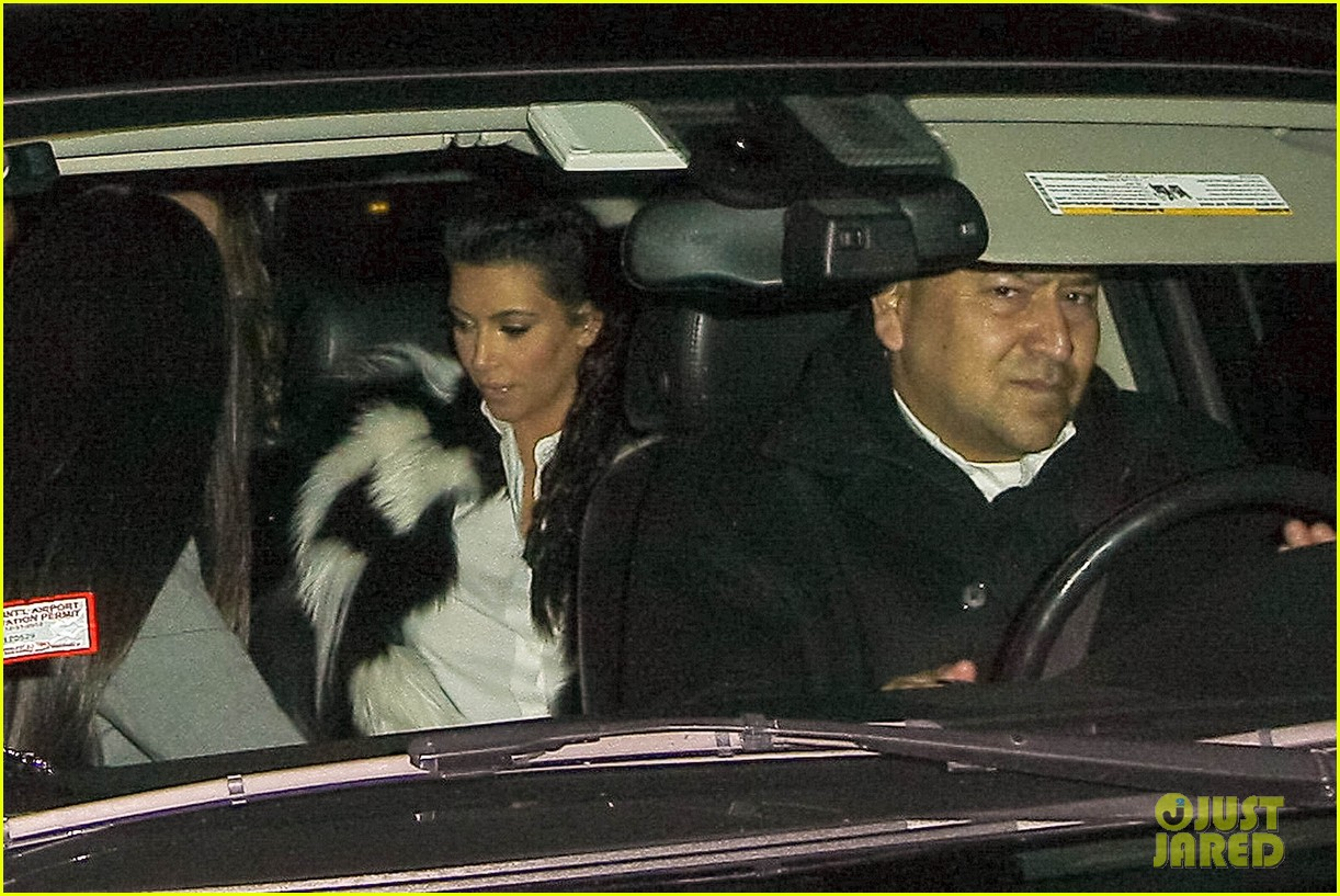 pregnant kim kardashian debuts baby bump en route to new years eve celebration 18