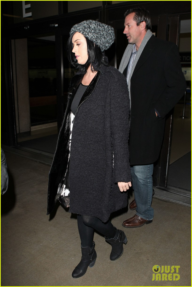 katy perry eva longoria arrive at lax after inauguration 11