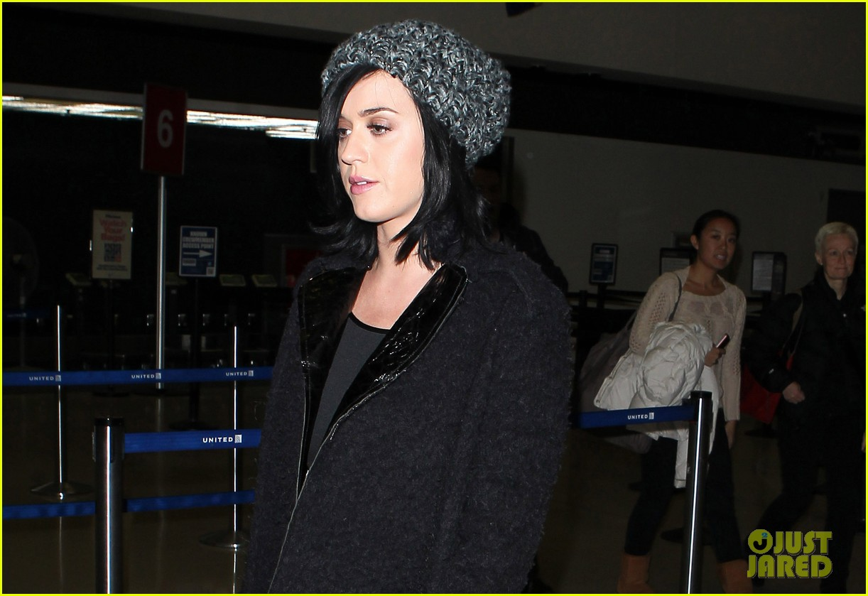 katy perry eva longoria arrive at lax after inauguration 12