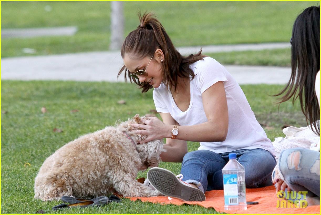 minka kelly dog park fun with chewy 03