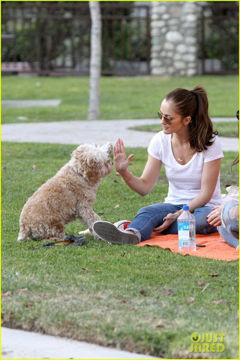 minka kelly dog park fun with chewy 25