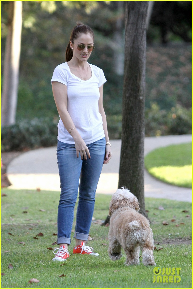 minka kelly dog park fun with chewy 34
