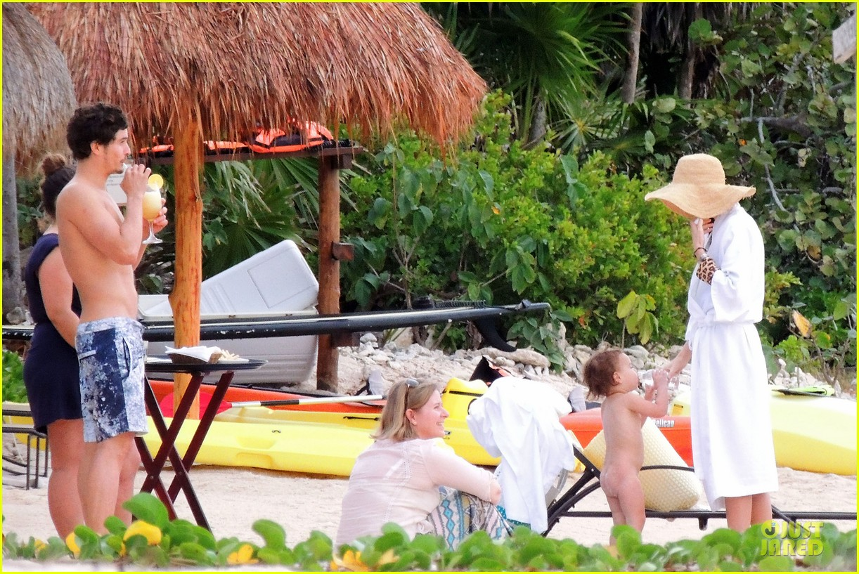 miranda kerr shirtless orlando bloom beach vacation with flynn 282800429
