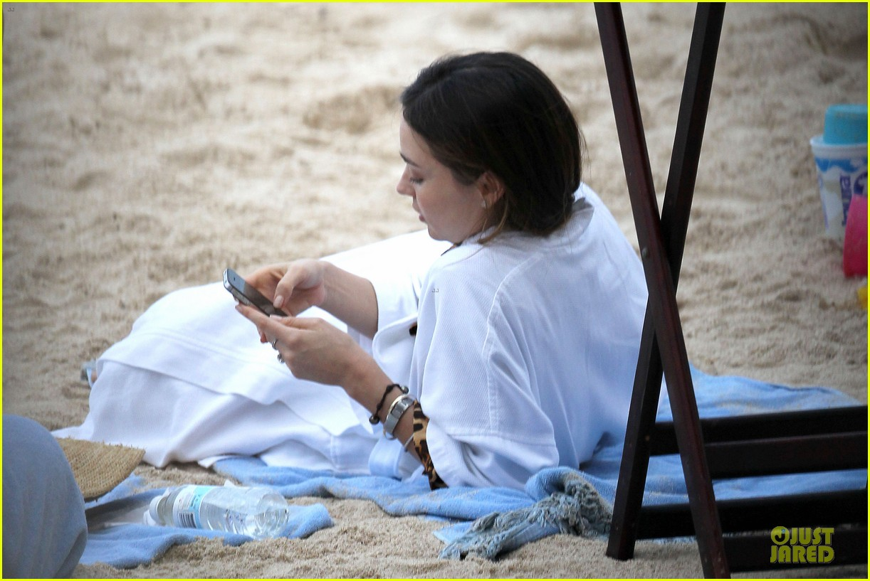 miranda kerr shirtless orlando bloom beach vacation with flynn 32
