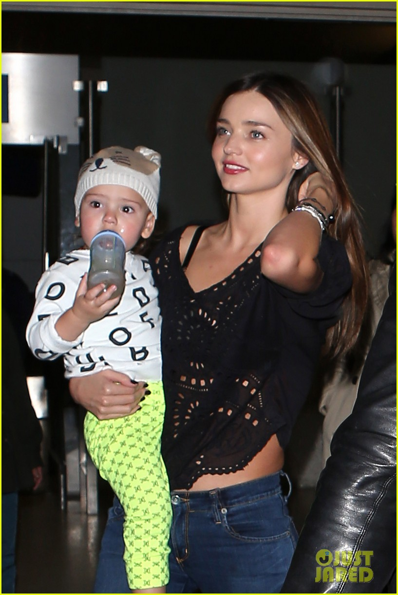 miranda kerr orlando bloom leave cancun for la 05