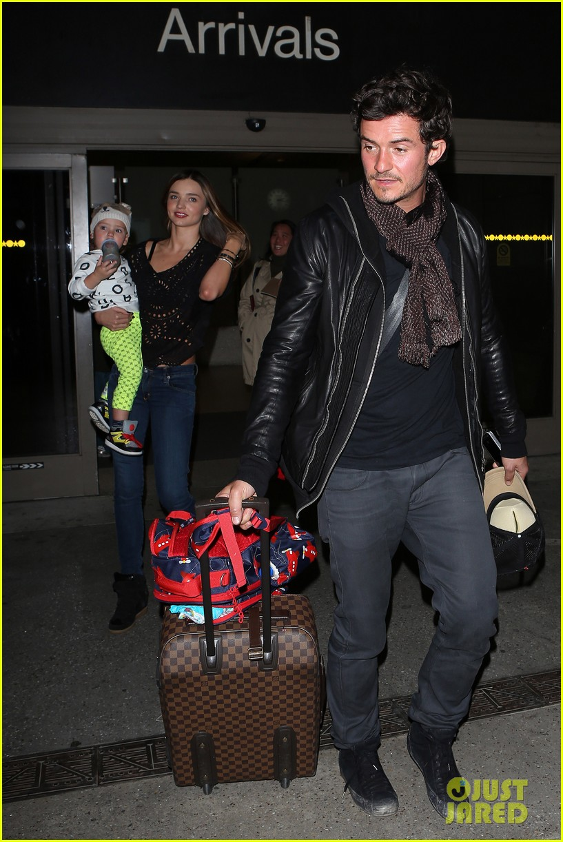 miranda kerr orlando bloom leave cancun for la 10