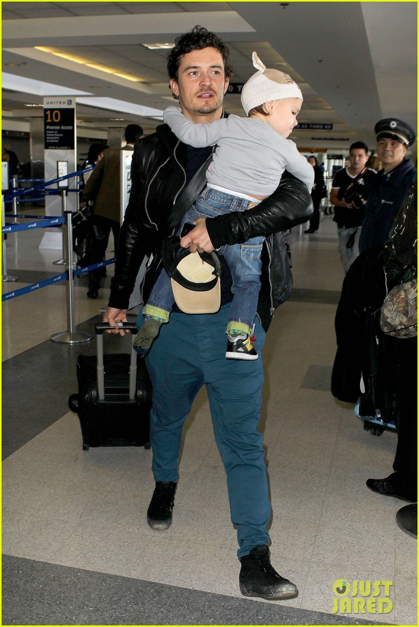 miranda kerr orlando bloom flynn family flight 072796746