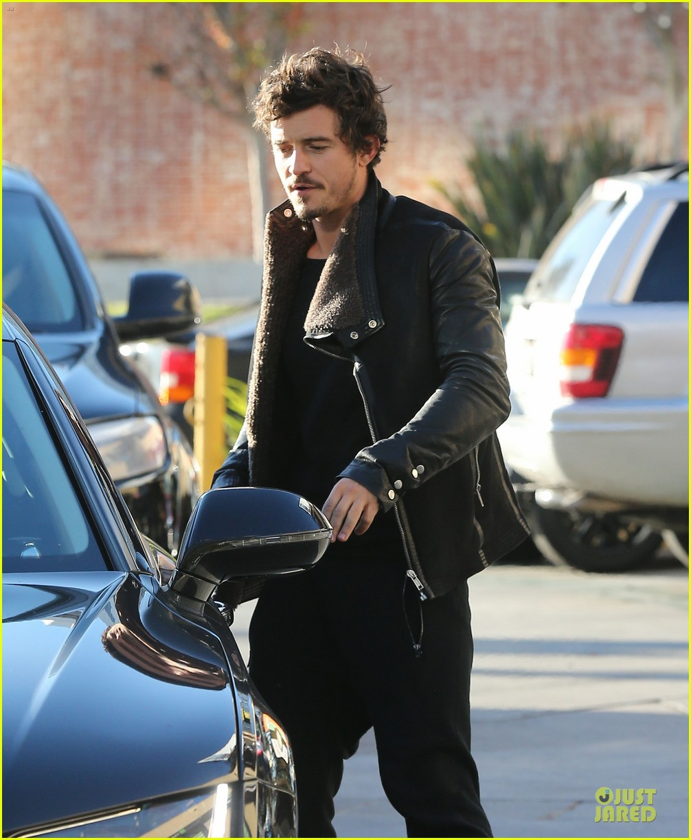 miranda kerr & orlando bloom spa pickup kisses 26
