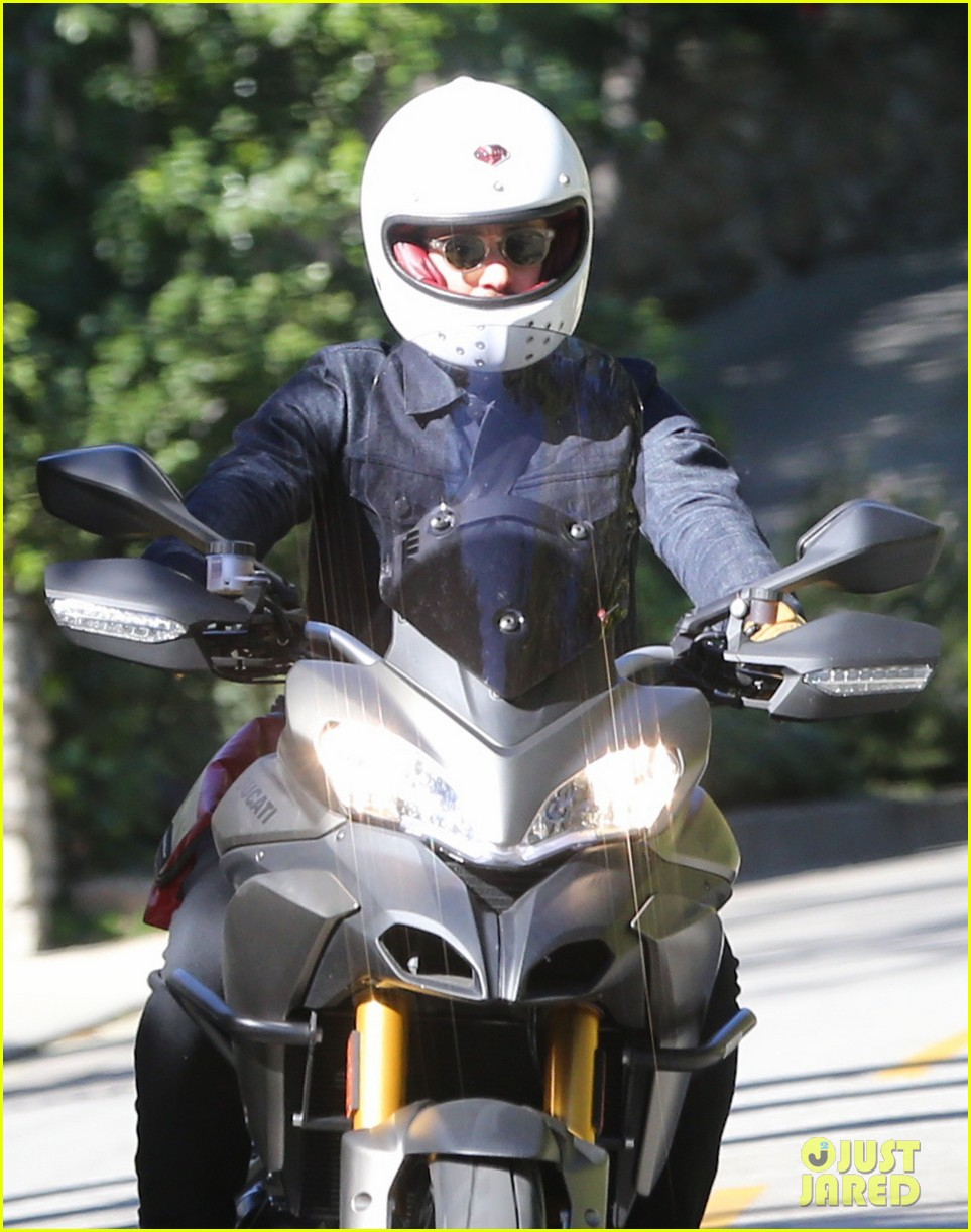miranda kerr gets pampered orlando bloom goes for a ride 04