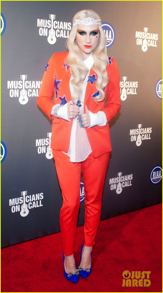kesha red white blue for riaa inaugural ball 2013 01
