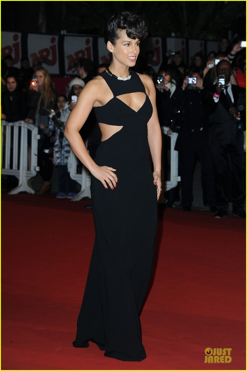 alicia keys nrj music awards 2013 red carpet 01
