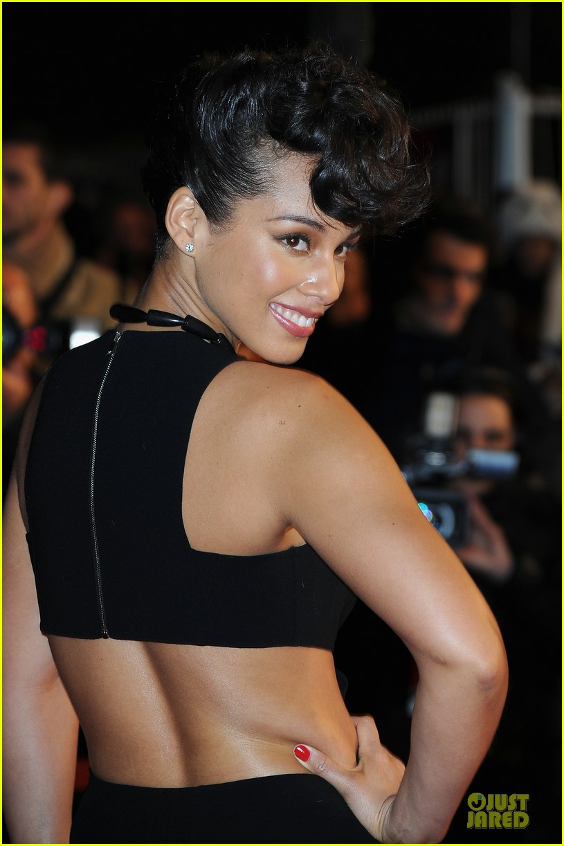 alicia keys nrj music awards 2013 red carpet 06
