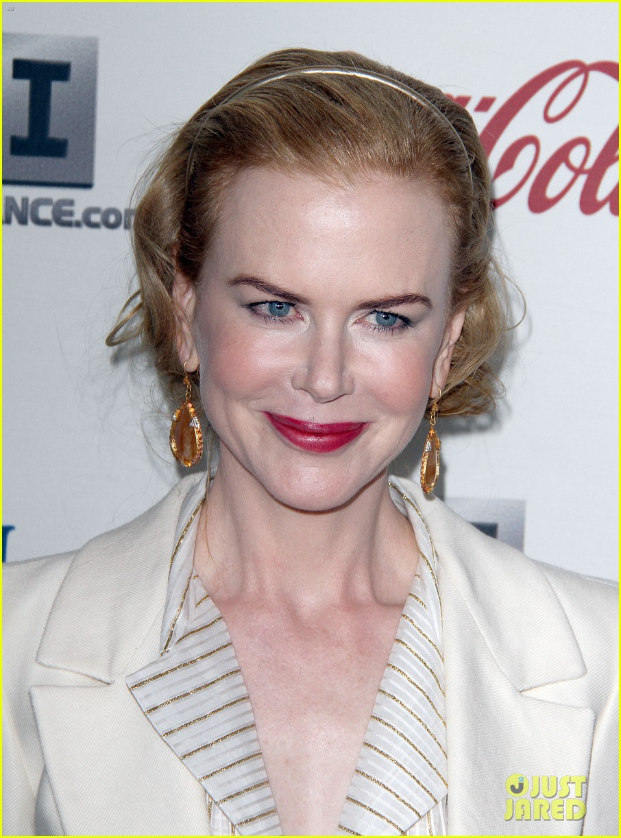 nicole kidman keith urban hold meets golden 082789890