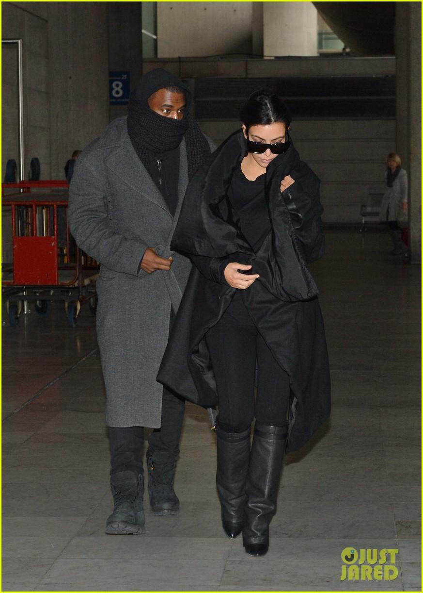 pregnant kim kardashian kanye west back in paris 01
