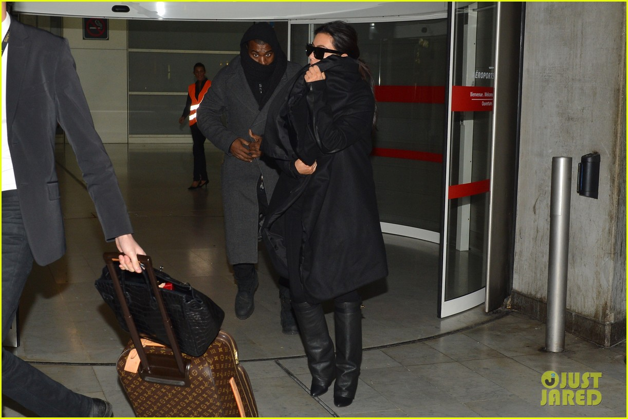 pregnant kim kardashian kanye west back in paris 03