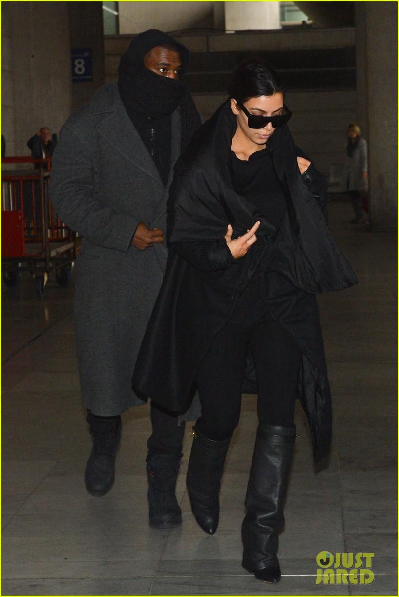 pregnant kim kardashian kanye west back in paris 04