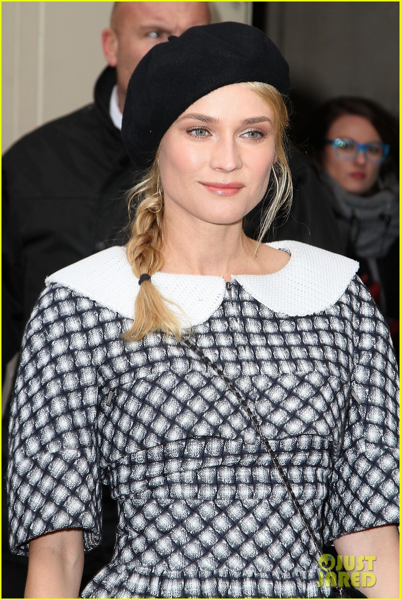 diane kruger hailee steinfeld chanel paris fashion week show 12