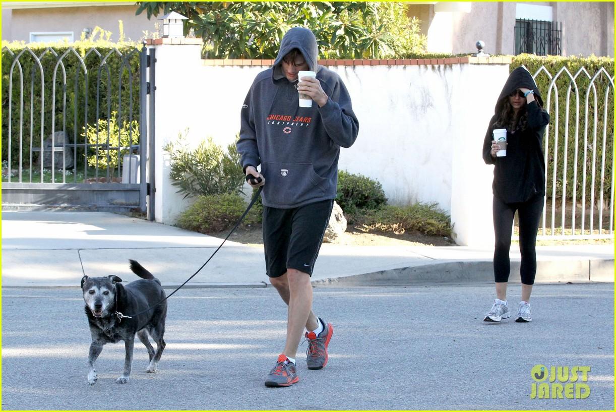 mila kunis ashton kutcher doggy duty duo 02